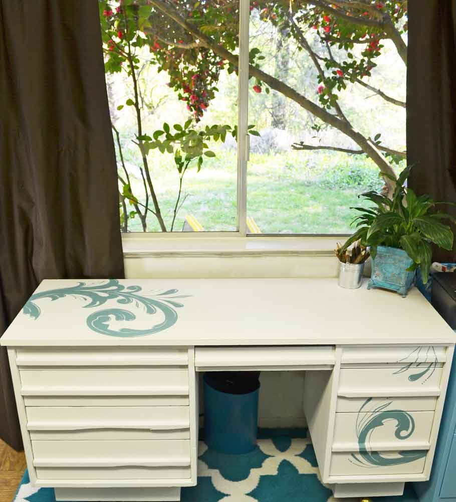 Chalk-Painted-Desk