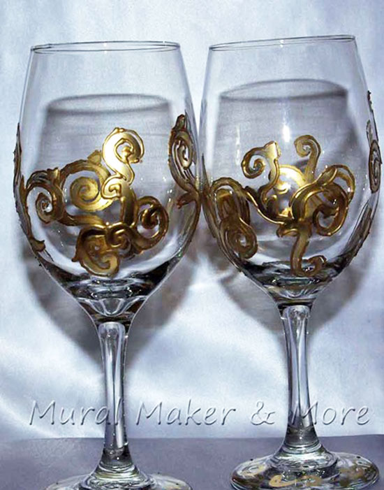 handpainted-wineglass-goldscrolls