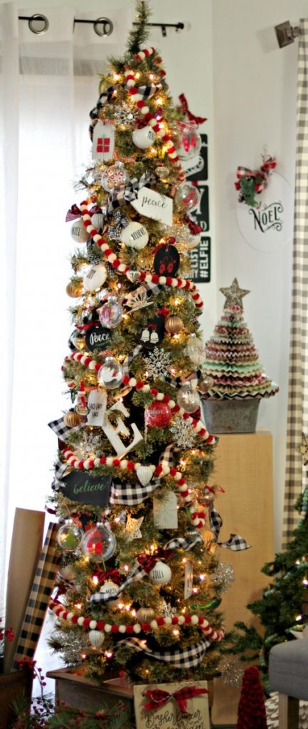 themed-Christmas-tree
